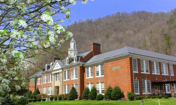 Appalacian College of Pharmacy main building made of brick. Cheapest pharmacy school US