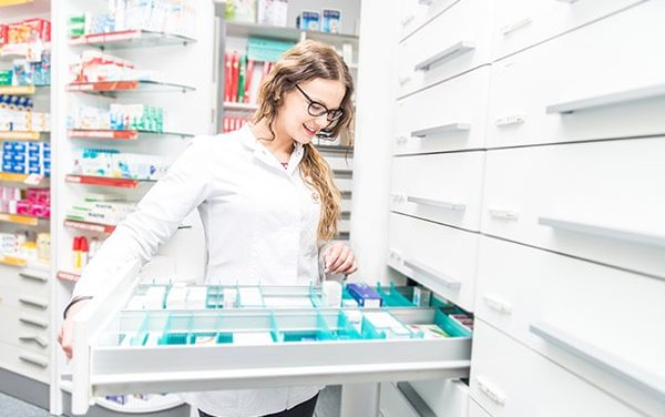 Pharmacist Job Outlook: Finding a Job After Pharmacy School